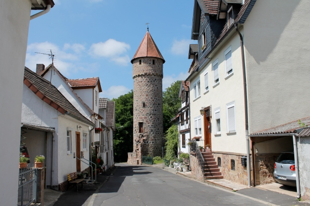 A tower at the end of a Fritzlar street.