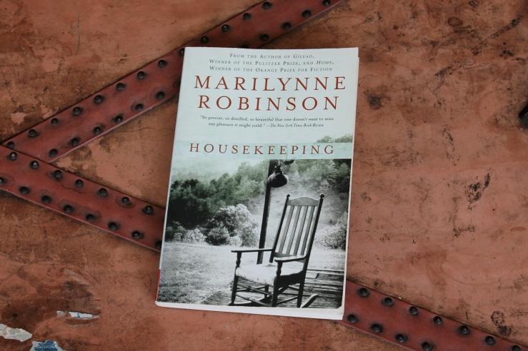 Housekeeping - Marilynne Robinson (Harper Perennial, 2005)